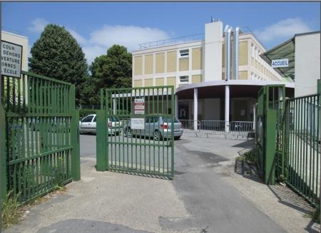 Signature entre la ville de goussainville et selectadna for Piscine de goussainville
